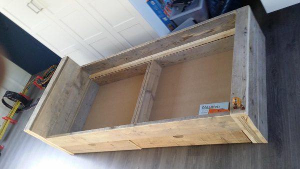Bed ''Block'' van Gebruikt steigerhout eenpersoonsbed met 2 lade 90x200cm