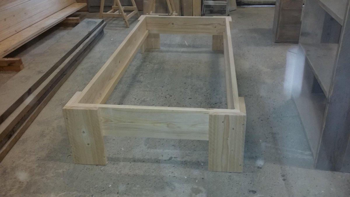 Bed ''Lucas'' van Nieuw steigerhout eenpersoonsbed 90x200cm
