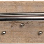 Wimpy Designs   Kapstok in steigerhout met 7 knoppen en RVS hoedenrek