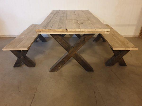 steigerhouten tafel met 2 bankjes