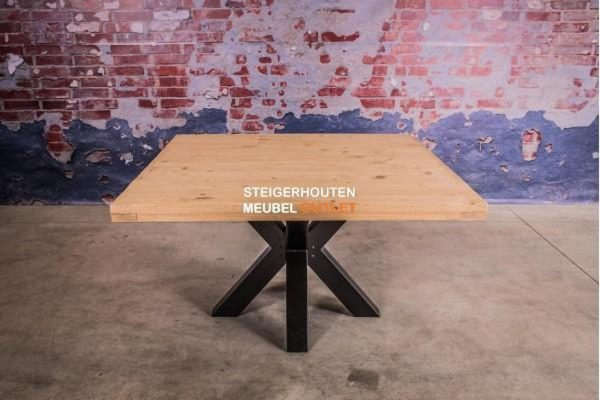 vierkante tafel steigerhout met stalen poot