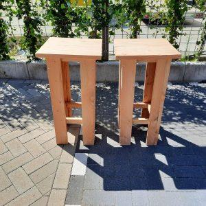 2 stuks barkruk Easy van Douglas hout, voor bij een bar tafel / sta tafel