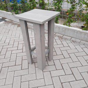 2 stuks kruk Barkruk Easy van Grey Wash steigerhout voor bij een bar tafel / sta tafel