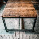 Eettafel op stalen frame
