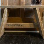 steigerhouten krukje – bankje – gebruikt hout met tekst Industrial